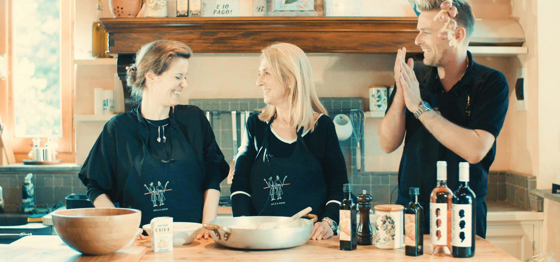 Direktør Andrea Nascimbeni i Casificio 4 Madonne og Geir Andre i lagringsrommet som parmesanen modnes.